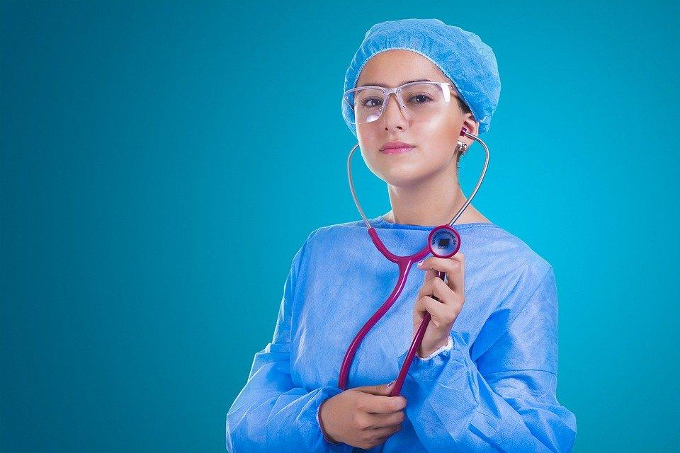 Dopo la laurea: meglio fare il medico di base o specialista?