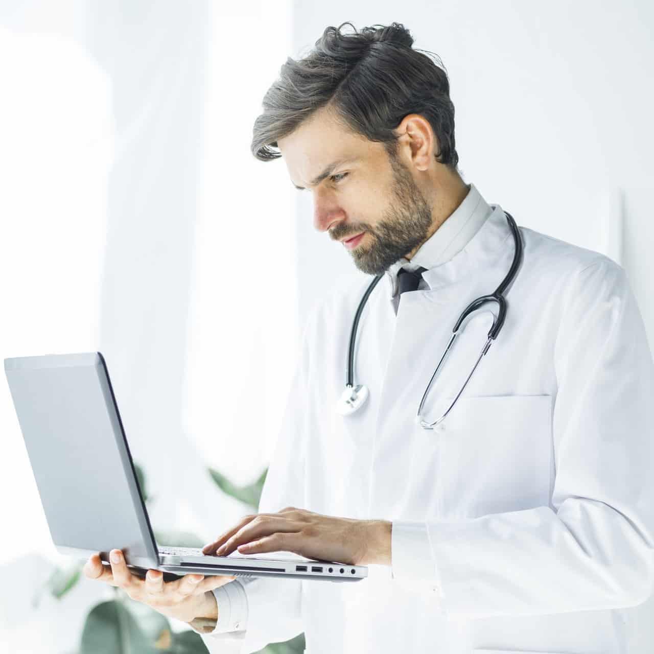 medico sceglie l'assicurazione